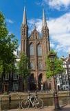 Πρόσοψη του νεογοτθικού Ρωμαίου - καθολική εκκλησία αποκαλούμενη de Krijtberg Kerk φυλακτών Οι Κάτω Χώρες στοκ εικόνα