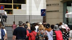 Πρόσοψη του οργάνου του Πικάσο με τους ανθρώπους που περπατούν στη Μάλαγα, Ανδαλουσία, Ισπανία απόθεμα βίντεο