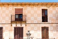 Πρόσοψη του παλαιού κτηρίου στην πόλη Sitges, Βαρκελώνη, Catalunya, Ισπανία Στοκ Εικόνες
