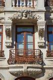 Πρόσοψη του παλαιού κτηρίου ύφους Στοκ φωτογραφία με δικαίωμα ελεύθερης χρήσης