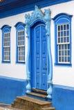 Πρόσοψη του παλαιού σπιτιού στο αποικιακό ύφος στοκ εικόνες με δικαίωμα ελεύθερης χρήσης