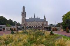 Πρόσοψη του παλατιού ειρήνης, ένα κτήριο που στεγάζει το Διεθνές Δικαστήριο Στοκ Φωτογραφίες
