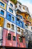 Πρόσοψη του σπιτιού Huntdertwarsser στη Βιέννη Στοκ Εικόνες