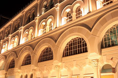 Πρόσοψη του σύγχρονου ισλαμικού κτηρίου στοκ εικόνες με δικαίωμα ελεύθερης χρήσης