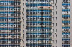 Πρόσοψη του σύγχρονου πολυώροφου κτιρίου Στοκ εικόνες με δικαίωμα ελεύθερης χρήσης