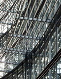 Πρόσοψη του σύγχρονων γυαλιού υψηλής τεχνολογίας και του κτηρίου χάλυβα Στοκ εικόνες με δικαίωμα ελεύθερης χρήσης