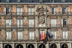 Πρόσοψη των κτηρίων στο δήμαρχο Plaza στη Μαδρίτη, Ισπανία Στοκ εικόνες με δικαίωμα ελεύθερης χρήσης