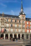 Πρόσοψη των κτηρίων στο δήμαρχο Plaza στη Μαδρίτη, Ισπανία Στοκ Εικόνες