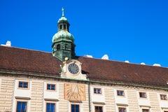 Πρόσοψη Amalienburg με το ηλιακό ρολόι και το ρολόι Στοκ εικόνες με δικαίωμα ελεύθερης χρήσης