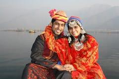 Πρόσφατα βόρειο Wed ινδικό ζεύγος Pathani Στοκ Εικόνες