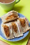 Πρόσφατα γίνοντα τεμαχισμένο σάντουιτς χοιρινού κρέατος στοκ εικόνα