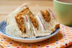 Πρόσφατα γίνοντα τεμαχισμένο σάντουιτς χοιρινού κρέατος στοκ φωτογραφία με δικαίωμα ελεύθερης χρήσης