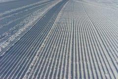 Πρόσφατα καλλωπισμένο σκηνικό σκι piste οριζόντιο Στοκ φωτογραφία με δικαίωμα ελεύθερης χρήσης