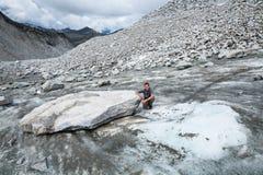 Πρόσφατα κινημένος ογκώδης πίνακας παγετώνων στο βασιλικό παγετώνα πενών στο Χ στοκ φωτογραφίες