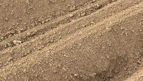 Πρόσφατα οργωμένο χώμα φιλμ μικρού μήκους