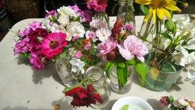 Πρόσφατα λουλούδι περικοπών από τον κήπο έτοιμο για την τακτοποίηση Στοκ φωτογραφία με δικαίωμα ελεύθερης χρήσης