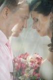 Πρόσφατα παντρεμένο ζευγάρι στοκ φωτογραφίες με δικαίωμα ελεύθερης χρήσης