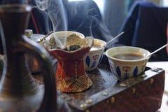 Πρόσφατα παρασκευασμένος αιθιοπικός καφές στοκ φωτογραφίες