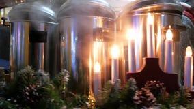 Πρόσφατα παρασκευασμένο θερμαμένο κρασί σε μια έκθεση οδών φιλμ μικρού μήκους
