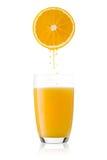 πρόσφατα πορτοκάλι χυμού που συμπιέζεται Στοκ Φωτογραφίες