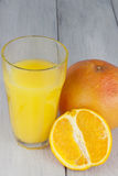 Πρόσφατα συμπιεσμένος χυμός από πορτοκάλι Στοκ Εικόνες