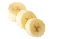 Πρόσφατα τεμαχισμένες μπανάνες σε μια άσπρη πορεία ψαλιδίσματος υποβάθρου Στοκ εικόνα με δικαίωμα ελεύθερης χρήσης