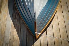 Πρόσφατα χρωματισμένη άνω πλευρά - κάτω από rowboat Στοκ εικόνα με δικαίωμα ελεύθερης χρήσης