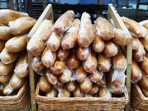 Πρόσφατα ψημένα καυτά baguettes ψωμί φρέσκο προϊόντα εικόνας σχεδίου αρτοποιείων στοκ εικόνες
