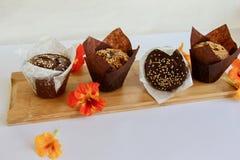 Πρόσφατα ψημένα muffins για το πρόγευμα στοκ φωτογραφία