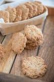 Πρόσφατα ψημένα oatmeal μπισκότα Anzac Στοκ φωτογραφία με δικαίωμα ελεύθερης χρήσης