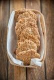 Πρόσφατα ψημένα oatmeal μπισκότα Anzac Στοκ Εικόνες