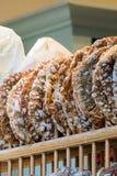 Πρόσφατα ψημένες ραγισμένες φραντζόλες ψωμιού Στοκ Φωτογραφία