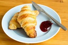 Πρόσφατα ψημένος croissants Στοκ εικόνες με δικαίωμα ελεύθερης χρήσης