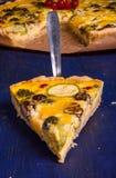 Πρόσφατα ψημένο σπιτικό πίτα Λωρραίνη πιτών Στοκ φωτογραφία με δικαίωμα ελεύθερης χρήσης