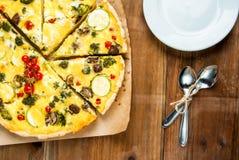 Πρόσφατα ψημένο σπιτικό πίτα Λωρραίνη πιτών Στοκ φωτογραφίες με δικαίωμα ελεύθερης χρήσης
