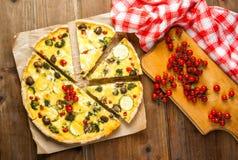Πρόσφατα ψημένο σπιτικό πίτα Λωρραίνη πιτών Στοκ Εικόνα