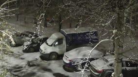 Πρόσφατο φθινόπωρο, χιονίζει και πέφτει κοιμισμένο, στεμένος εδώ κοντά, και απόθεμα βίντεο