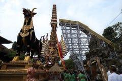 Πρόσφερε cremation τον πύργο και τον ταύρο Σαρκοφάγων που προετοιμάζονται σε Ubud για την κηδεία βασιλικής οικογένειας - 27 Φεβρο στοκ εικόνες με δικαίωμα ελεύθερης χρήσης