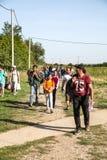 Πρόσφυγες που διασχίζουν τα σύνορα από τη Σερβία σε Tovarnik Στοκ Φωτογραφία