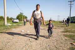 Πρόσφυγες που διασχίζουν τα σύνορα από τη Σερβία σε Tovarnik Στοκ φωτογραφίες με δικαίωμα ελεύθερης χρήσης
