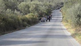Πρόσφυγες που φθάνουν στην Ελλάδα στη βάρκα λέμβων από την Τουρκία φιλμ μικρού μήκους