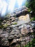 Πρόσωπο απότομων βράχων αναμμένο επάνω Στοκ φωτογραφία με δικαίωμα ελεύθερης χρήσης