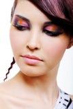 Πρόσωπο γυναίκας με την πολύχρωμη σκιά ματιών Στοκ φωτογραφία με δικαίωμα ελεύθερης χρήσης
