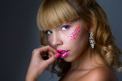 Πρόσωπο γυναικών ομορφιάς με τα μεγάλα χείλια στοκ εικόνες