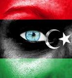 Πρόσωπο γυναικών που χρωματίζεται με τη σημαία της Λιβύης στοκ εικόνες