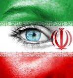 Πρόσωπο γυναικών που χρωματίζεται με τη σημαία του Ιράν στοκ εικόνα