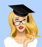 Πρόσωπο ενός αρκετά ξανθού κοριτσιού στα γυαλιά που ανατρέχει με ένα gradua Στοκ φωτογραφία με δικαίωμα ελεύθερης χρήσης