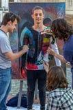 Πρόσωπο και ζωγραφική σωμάτων ενός ατόμου Στοκ εικόνες με δικαίωμα ελεύθερης χρήσης