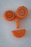 Πρόσωπο καρότων, τεμαχισμένα κομμάτια καρότων που κάνει ένα αστείο πρόσωπο χαμόγελου Στοκ εικόνες με δικαίωμα ελεύθερης χρήσης