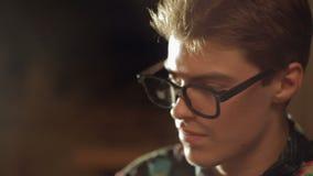 Πρόσωπο κινηματογραφήσεων σε πρώτο πλάνο ενός ατόμου απόθεμα βίντεο
